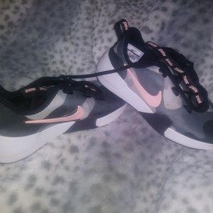 Women's size 7 Nikes